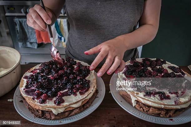cake in the making - dorte fjalland stock-fotos und bilder