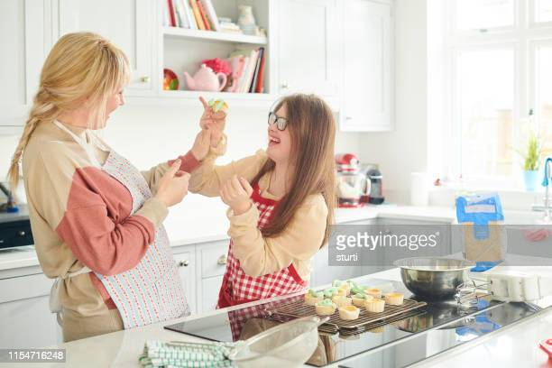 cake tasting for mum - family with one child stock pictures, royalty-free photos & images