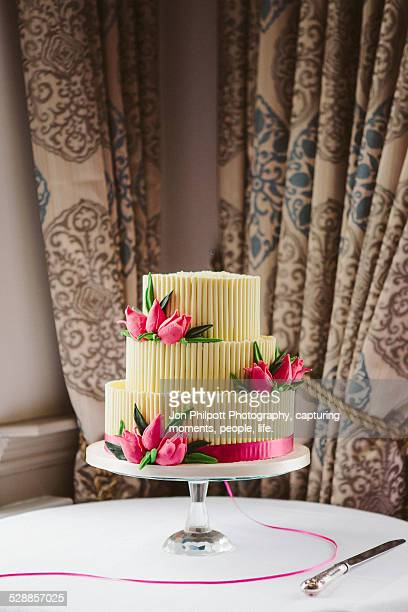Cake with pink flowers