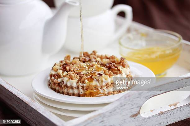Cake with ricotta, honey and walnuts