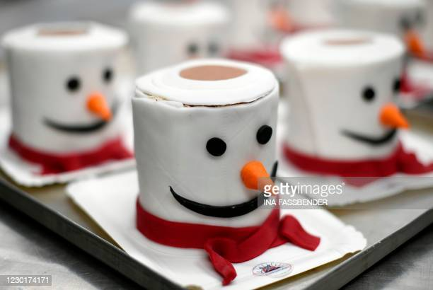 Cakes featuring a toilet roll as snowman are displayed at a bakery in Dortmund, western Germany, on December 17, 2020 during the partial lockdown to...