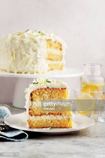 cake,sponge cake with white chocolate,victoria sponge cake - sponge cake stock pictures, royalty-free photos & images