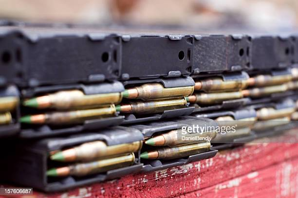 cal. 5.56mm in magazines - ammunition magazine stockfoto's en -beelden