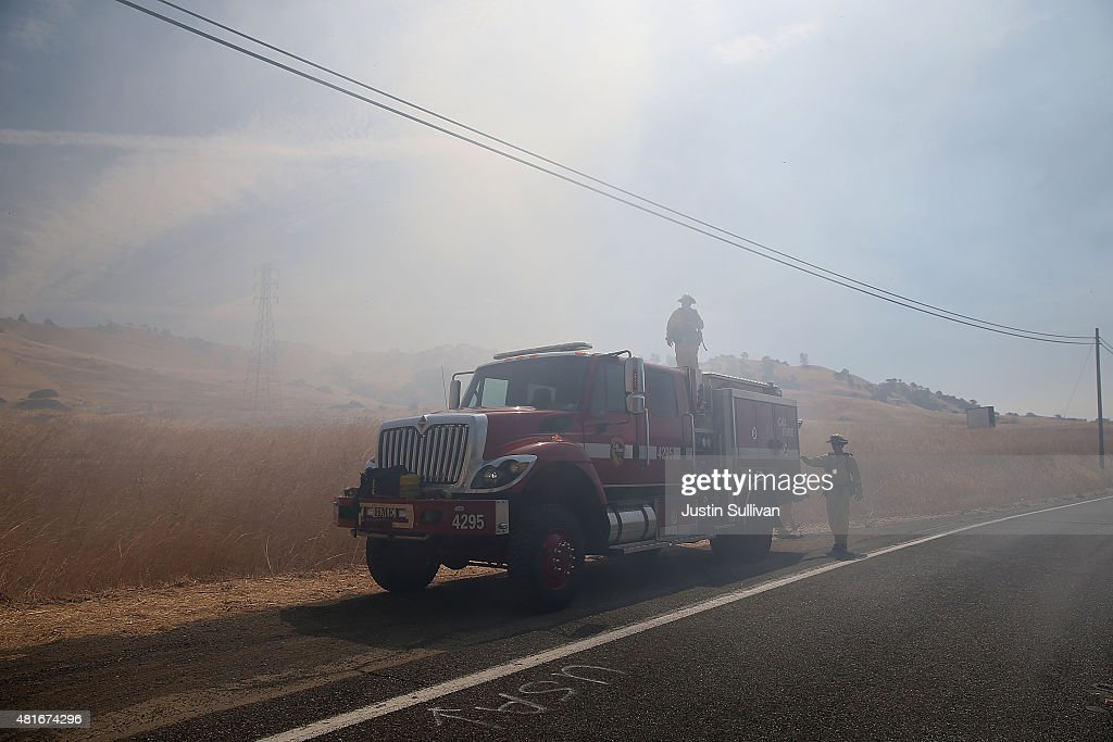 Fast-Spreading Wragg Fire Forces Mandatory Evacuations : Nachrichtenfoto