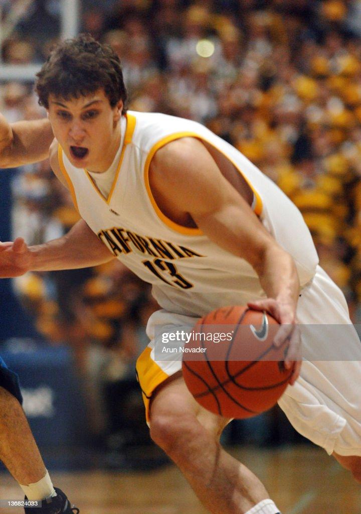 NCAA Men's Basketball - UCLA vs California - March 2, 2006 : News Photo