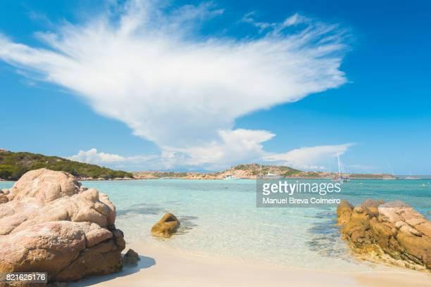 cala dei cavaliere, island of budelli, la maddalena archipelago, sardinia, italy - cerdeña fotografías e imágenes de stock