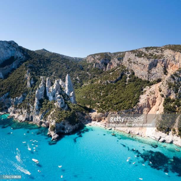 cala goloritze, orosei gulf coastline, sardinia island, italy - cala goloritze foto e immagini stock
