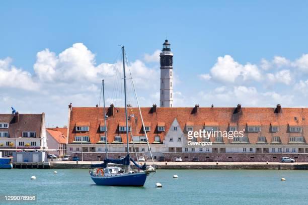 calais lighthouse - calais stock pictures, royalty-free photos & images
