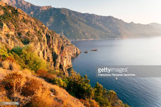 calanche (calanques) of piana, gulf of girolata, corsica island, france - francesco riccardo iacomino france foto e immagini stock