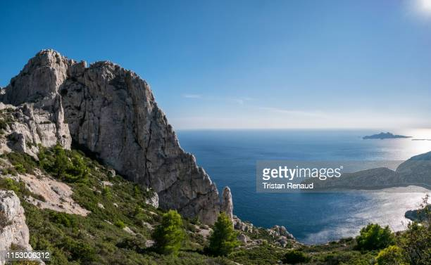 calanques - mountains meet the sea - calanques stock pictures, royalty-free photos & images