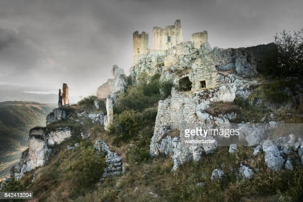 rocca calascio castle - parco nazionale del gran sasso e monti della laga foto e immagini stock
