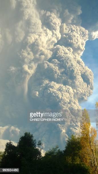 calbuco volcano / puerto varas, chile l1870767 - calbuco volcano stock pictures, royalty-free photos & images