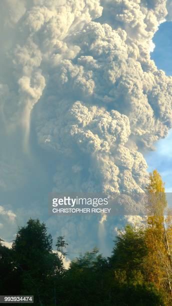 calbuco volcano / puerto varas, chile l1870769 - calbuco volcano stock pictures, royalty-free photos & images