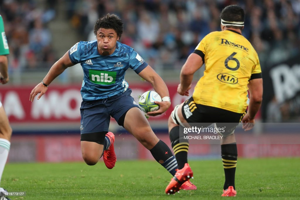 RUGBYU-SUPER-NZL-BLUES-HURRICANES : News Photo