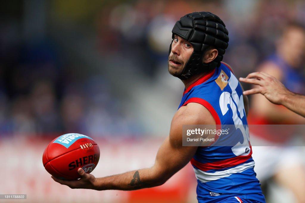 AFL Rd 4 - Western Bulldogs v Brisbane : News Photo