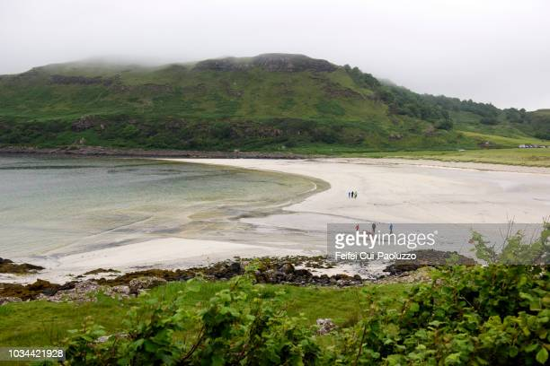 calgary beach, mull island, scotland - medium group of people stock pictures, royalty-free photos & images