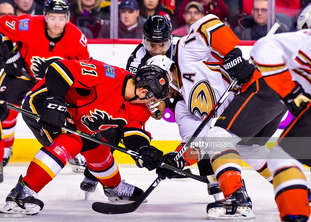 NHL: DEC 04 Ducks at Flames : News Photo
