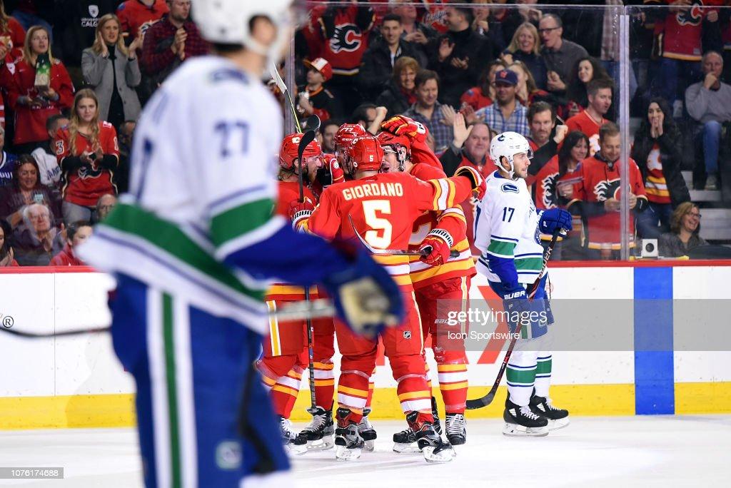 NHL: DEC 29 Canucks at Flames : Fotografía de noticias