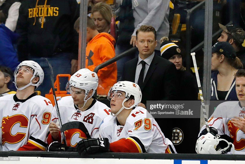 NHL: NOV 25 Flames at Bruins : News Photo