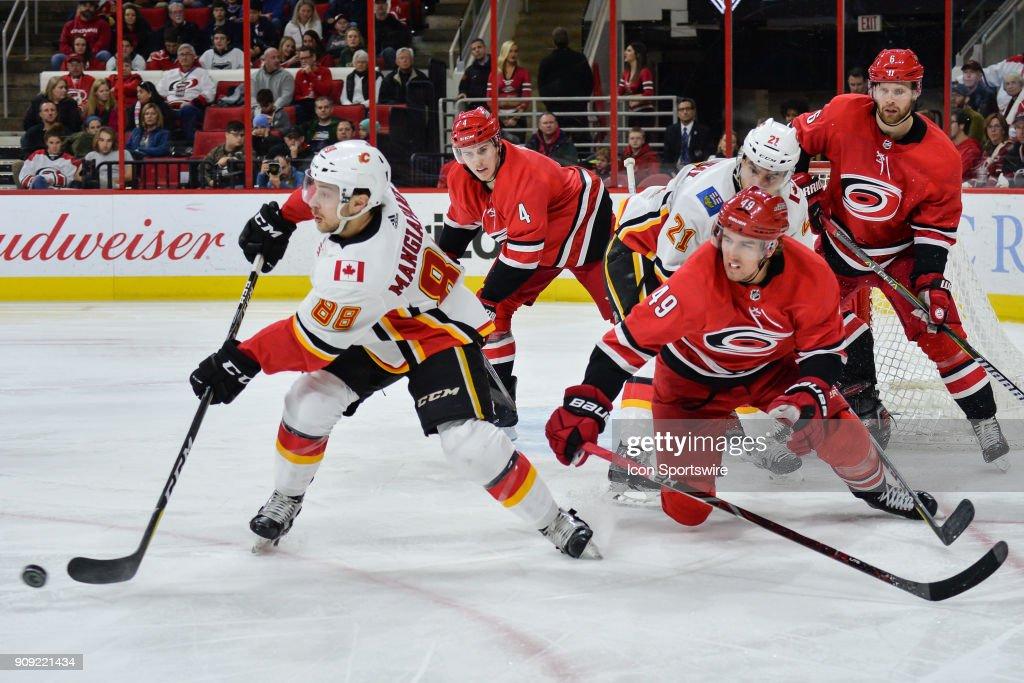 NHL: JAN 14 Flames at Hurricanes : News Photo