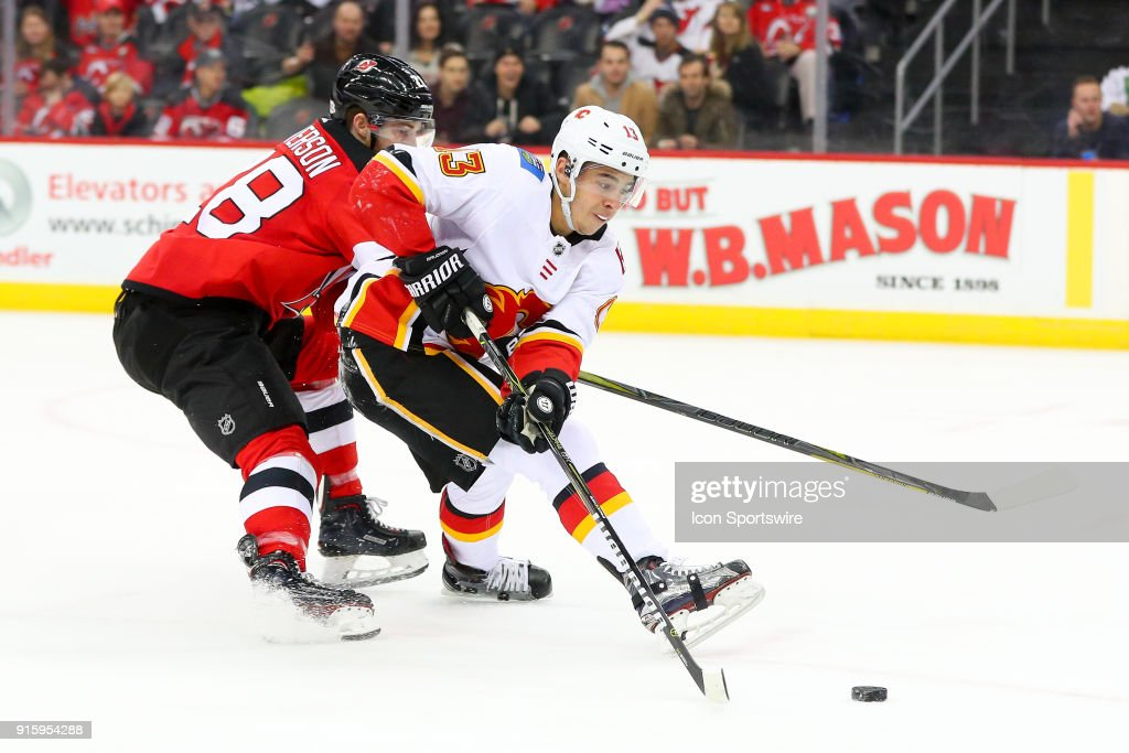NHL: FEB 08 Flames at Devils : News Photo
