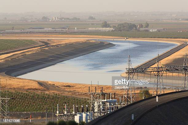 california aqueduct carries water through san joaquin valley - san joaquin valley stock pictures, royalty-free photos & images