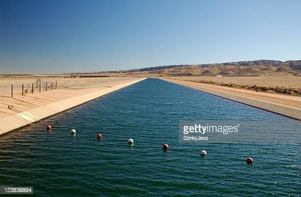 california aqueduct - meerkanal stock-fotos und bilder