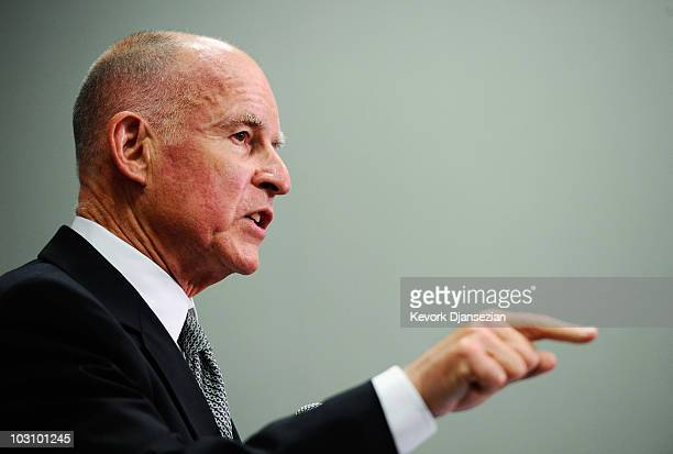 32 Jerry Brown Holds News Conference On Bell Ca City