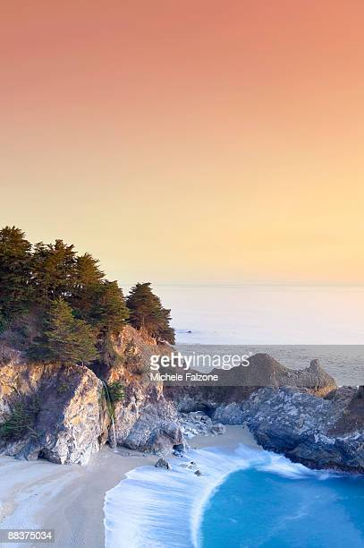 usa, california, big sur pacific coastline - mcway falls stock pictures, royalty-free photos & images