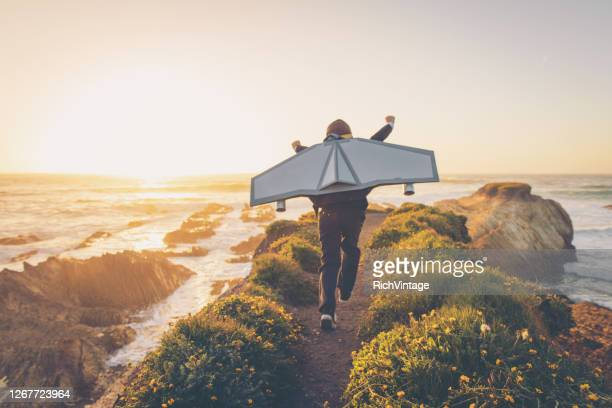 california business boy met jetpack - strategie stockfoto's en -beelden