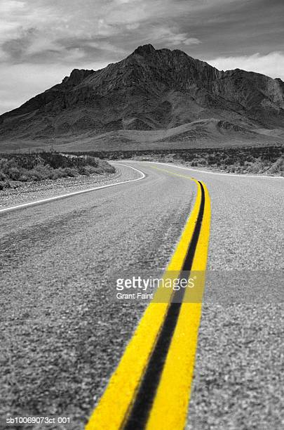 usa, california, death valley, double yellow line on highway in desert - desaturated stock pictures, royalty-free photos & images