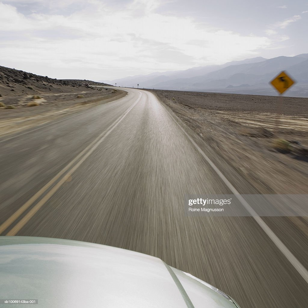 USA, California, Death Valley, view of desert from speeding car : Stockfoto