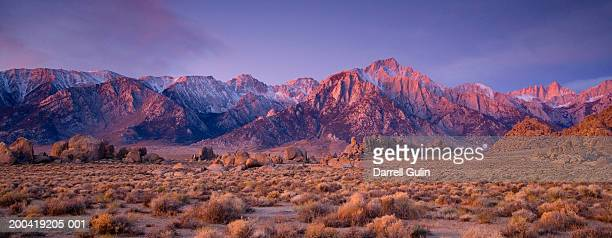 USA, California, Eastern Sierra Mountains and Alabama Hills, sunrise