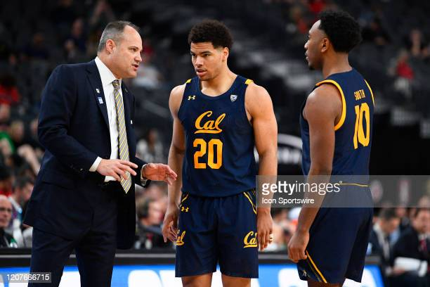 California Golden Bears head coach Mark Fox talks with California Golden Bears guard Matt Bradley and California Golden Bears guard Kareem South...