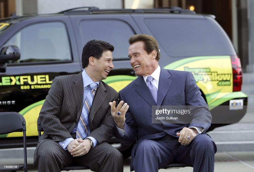 Schwarzenegger Signs Executive Order Setting Low Carbon Fuel Standard : News Photo