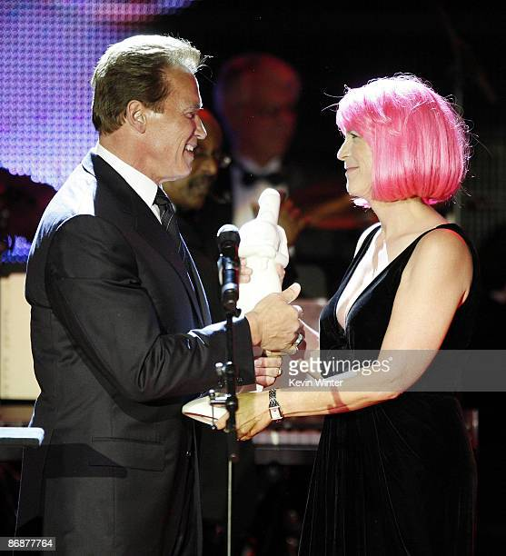 California Governor Arnold Schwarzenegger presents the Courage To Care Award to actress Jamie Lee Curtis at the Noche de Ninos Gala benefiting...