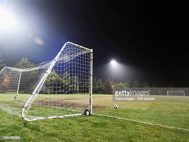 usa, california, ladera ranch, illuminated soccer field at night - torpfosten stock-fotos und bilder