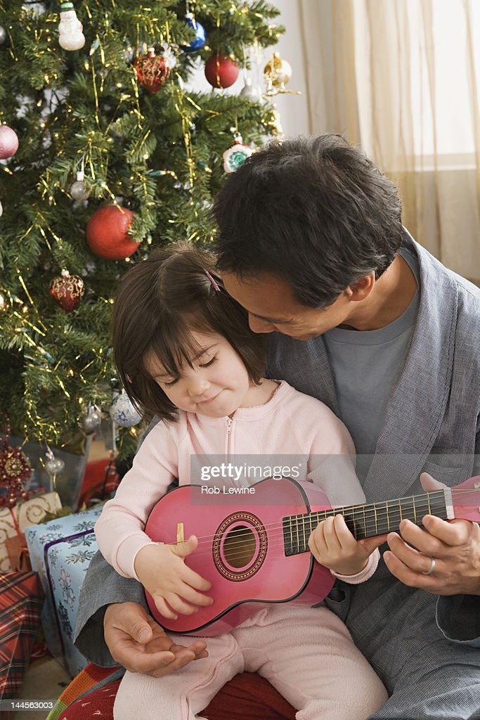 USA, California, Los Angeles, Father and daughter at Christmas tree : Bildbanksbilder