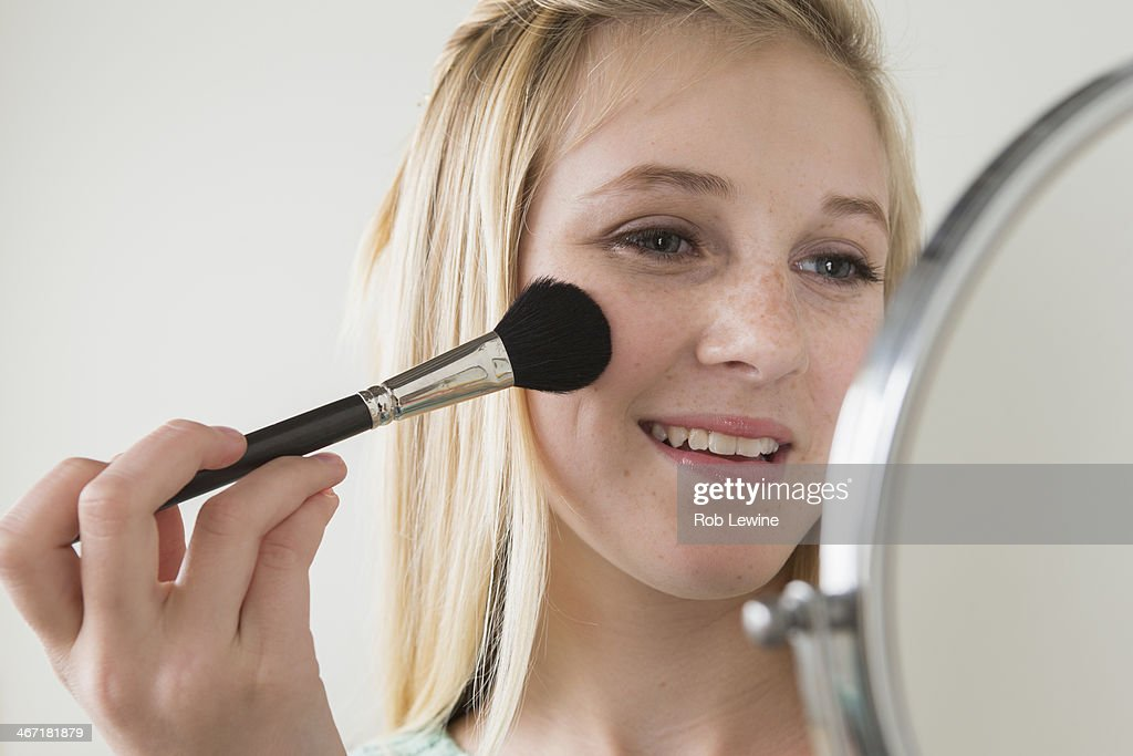 USA, California, Los Angeles, Girl (14-15) applying make up : Stock Photo