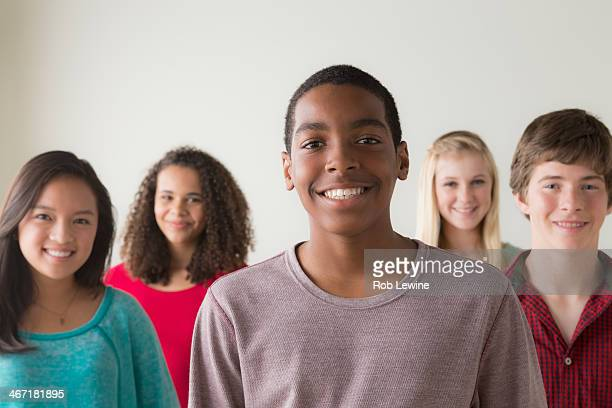 usa, california, los angeles, group of teenagers (12-13,14-15,16-17) - 12 13 jaar stockfoto's en -beelden