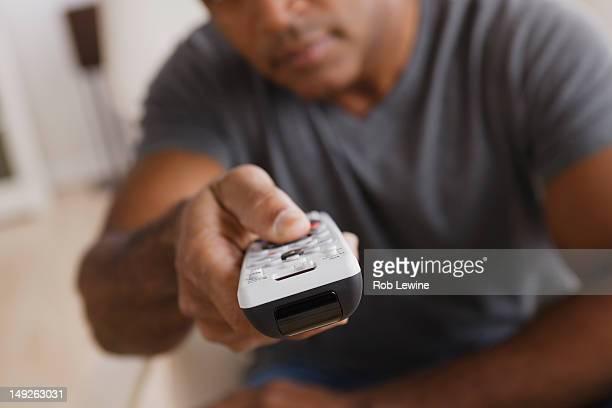 usa, california, los angeles, mature man holding remote control, focus on foreground - controle remoto - fotografias e filmes do acervo