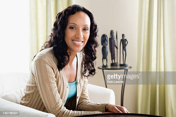 usa, california, los angeles, portrait of mid adult woman at home - one mid adult woman only stock pictures, royalty-free photos & images