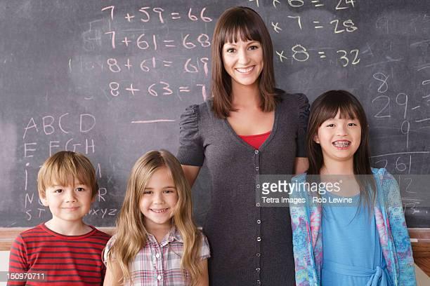 USA, California, Los Angeles, Teacher with schoolchildren (6-7,8-9)