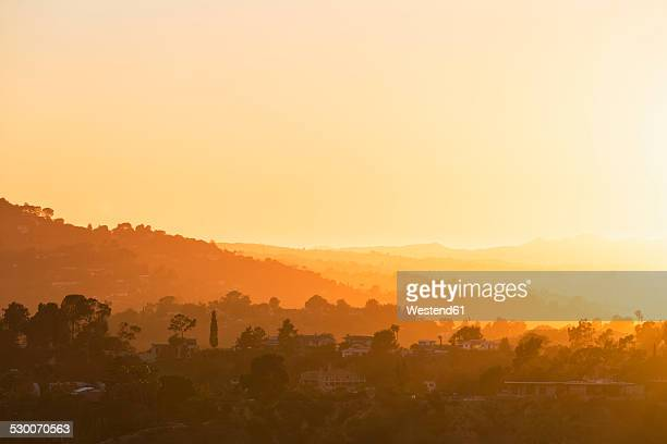 usa, california, los angeles, villas in the hollywood hills at sunset - hollywood californie photos et images de collection
