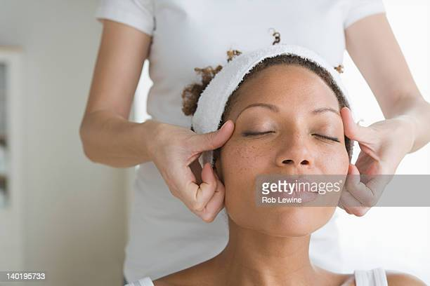 usa, california, los angeles, woman receiving massage - massage black woman stock photos and pictures