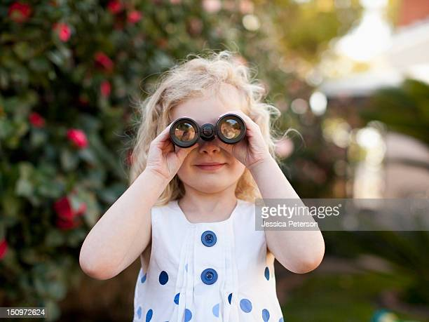 USA, California, Los Angeles, Young girl (4-5) looking through binoculars