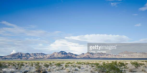 usa, california, mojave desert, view of desert along route 66 - kalifornien stock-fotos und bilder