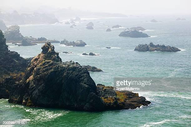 USA, California, rocky Northern California coastline and Pacific Ocean