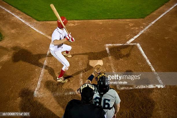 米国カリフォルニア州サンバーナディーノ、野球選手してピッチ - バッティング ストックフォトと画像