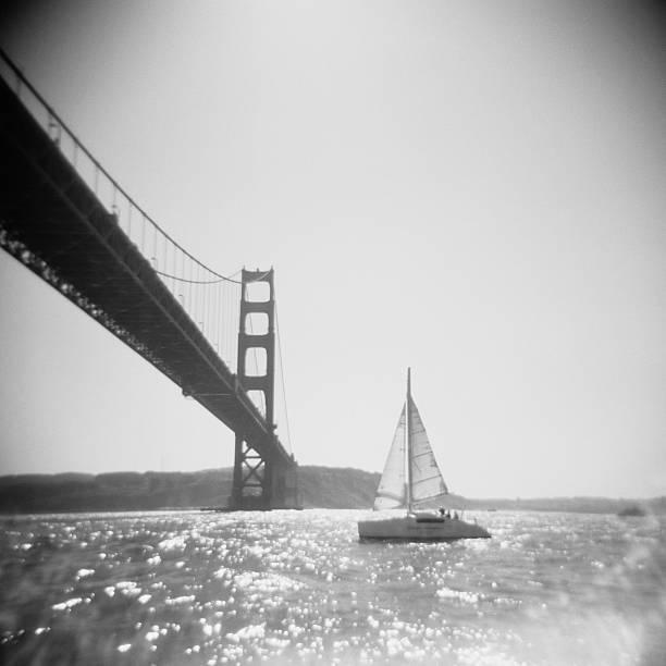 USA, California, San Francisco Bay, Golden Gate Bridge and sailboat